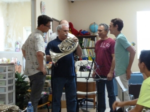 warren-gref-workshop_trying-a-horn